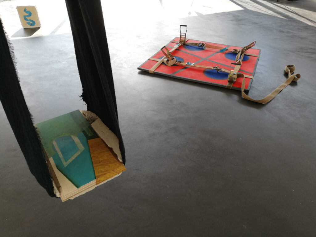 zuhause, 2020, 20x200x30cm, oil on wood: das magische Quadrat, 2020, 120x120x10cm, oil on wood