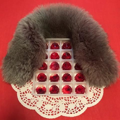 Frau Mum, 2018, 4x4cm(20 Pcs), Glycerin, Red lip-tint and Fox-fur Muffler
